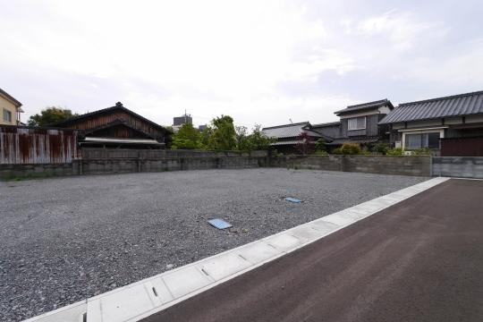 前面道路含む現地土地写真。